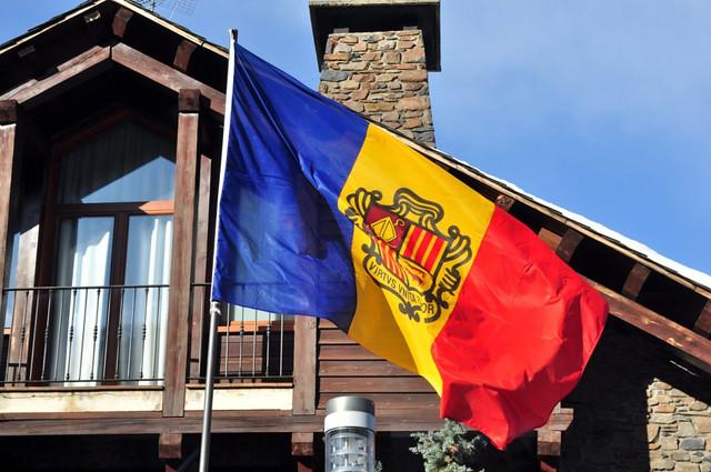 Bandera de Andorra ... Andorra, #experiencia mucho más que nieve - 8581033768 fcf589edf8 z - Andorra, #experiencia mucho más que nieve
