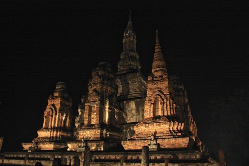 The main sites in Sukhothai were lit up Saturday night (Wat Mahathat)