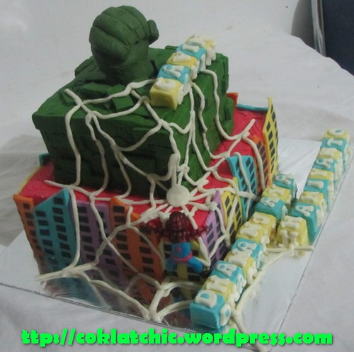 Cake Hulk dan Spiderman