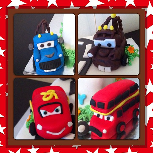 #cars2#mcqueen#mater#ivan#londonbus#sugarpaste #sugarart #caketopper#birthdaycake by l'atelier de ronitte