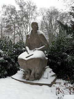 Trümmerfrau im Schnee