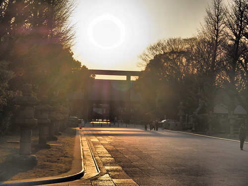 靖国神社の夕陽 by leicadaisuki