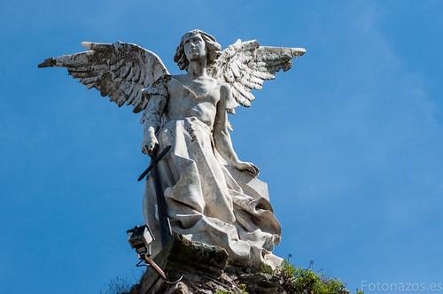 El cementerio gótico de Comillas y el Ángel Exterminador