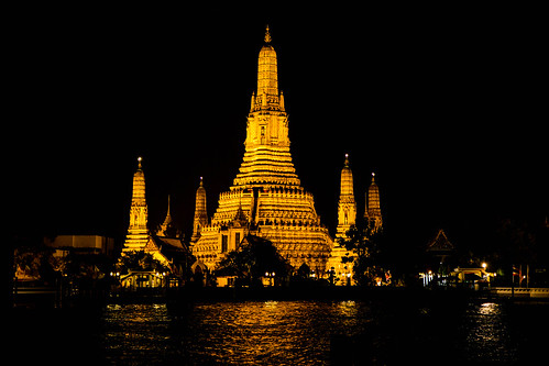 Wat Arun by night