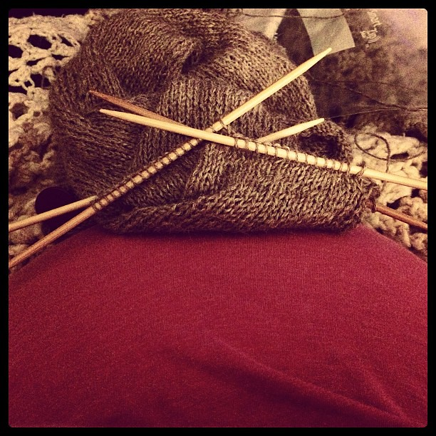 Sleeve #2 and baby week 30. #knit #pregnant