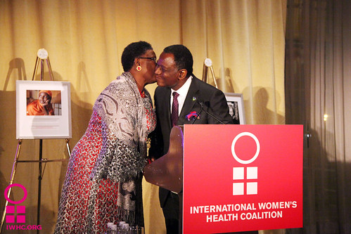 Dr. Babatunde Osotimehin presents Adenike Esiet with the Joan B. Dunlop Award
