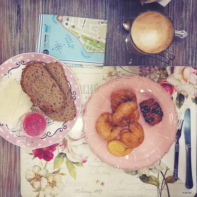 Breakfast in Cadiz #cadiz #breakfastpic #breakfast #coffee #andalusia #tostadas #leche #instatravel #instabreakfast #bohochic