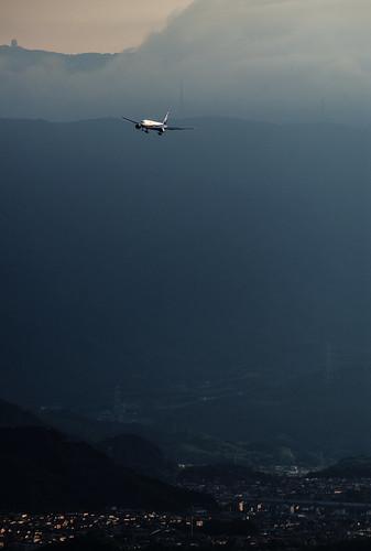 sunset japan ana glow pentax aircraft aviation jet sunsetglow 日本 boeing fukuoka 777 airliner 福岡 福岡空港 boeing777 772 fuk b777 jetairliner jetaircraft allnipponairways 777200 fukuokaairport b772 k30 boeing777200 ja8197 rjff b777200 pentaxk30
