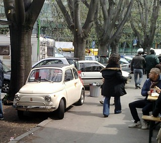 parking in Milan (by: Brett Patterson, creative commons)