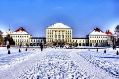 Schlosspark Nymphenburg im Winterschlaf.  Schloss Westfassade *HDRI*
