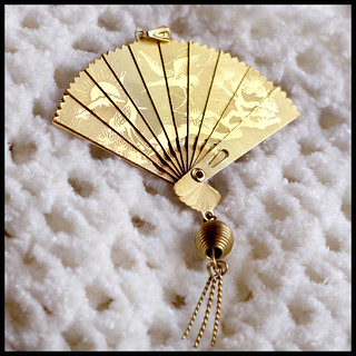 gold fan from la nonna.