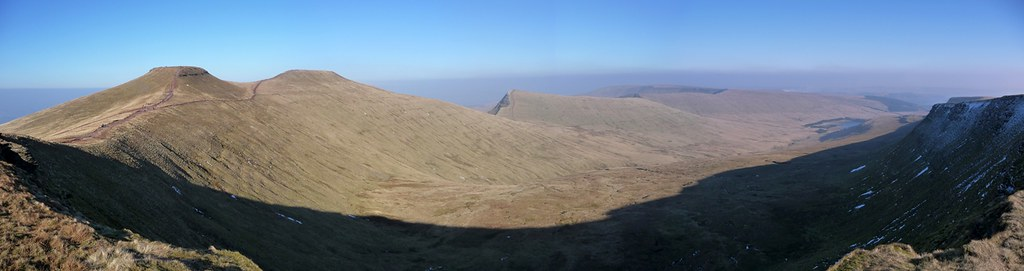 2939429353 - Pen y Fan Horseshoe