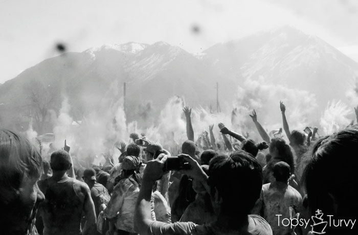 festival-color-chalk-toss