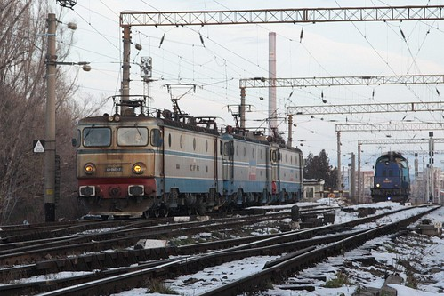 Locomotives shunt around the yard at Brasov