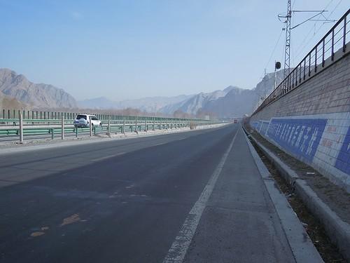 横を高速道路