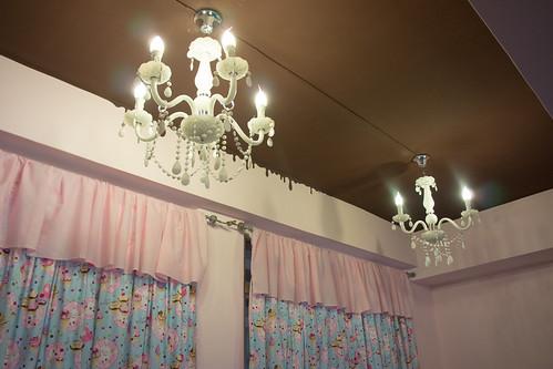 室內裝修以近來大熱的由粉紅色和朱古力作主打