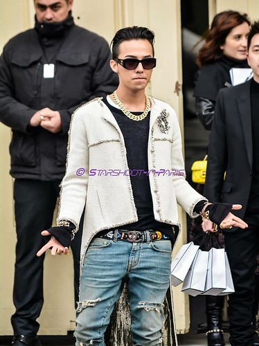 G-Dragon - Chanel Fashion Show - 27jan2015 - StarshootinP - 11