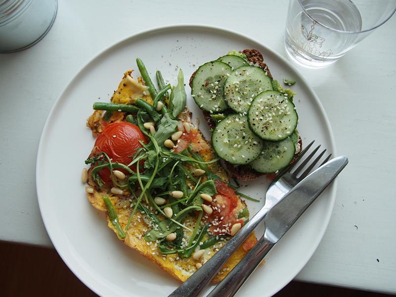 päivän ateria, munakas ja leipä