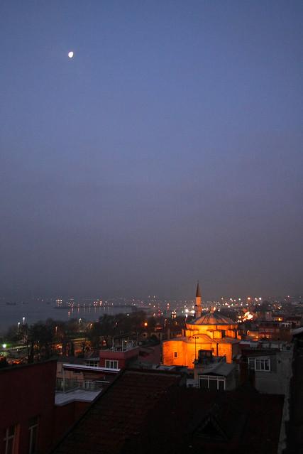 Moon and Little Hagia Sophia before dawn, Istanbul, Turkey イスタンブール、夜明け前の月とキュチュック・アヤソフィア