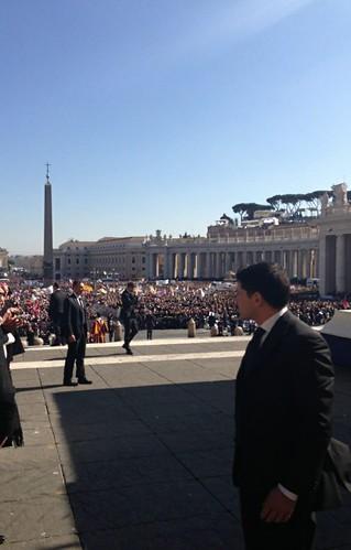 La folla in Piazza San Pietro