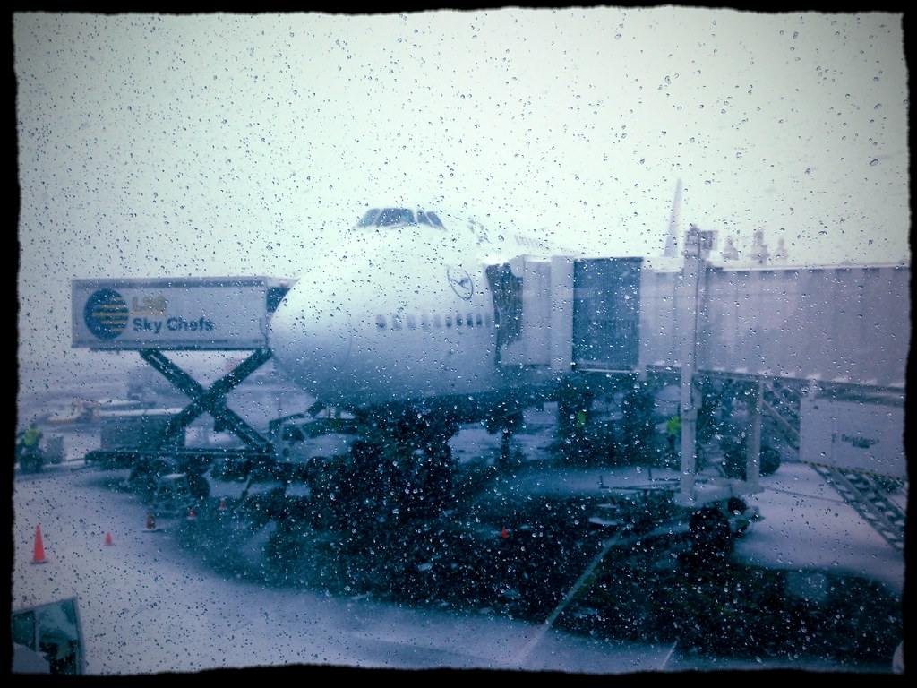 Snowy jet with a filter