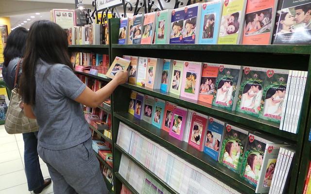 Mariza at National Bookstore