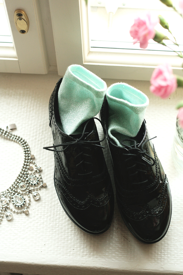 flatform lace up shoes and glitter socks