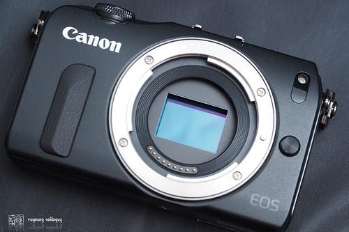 Canon_EOS_M_intro_12