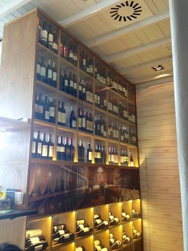 Expositor de vinos - Restaurante Lounge En copa de balón