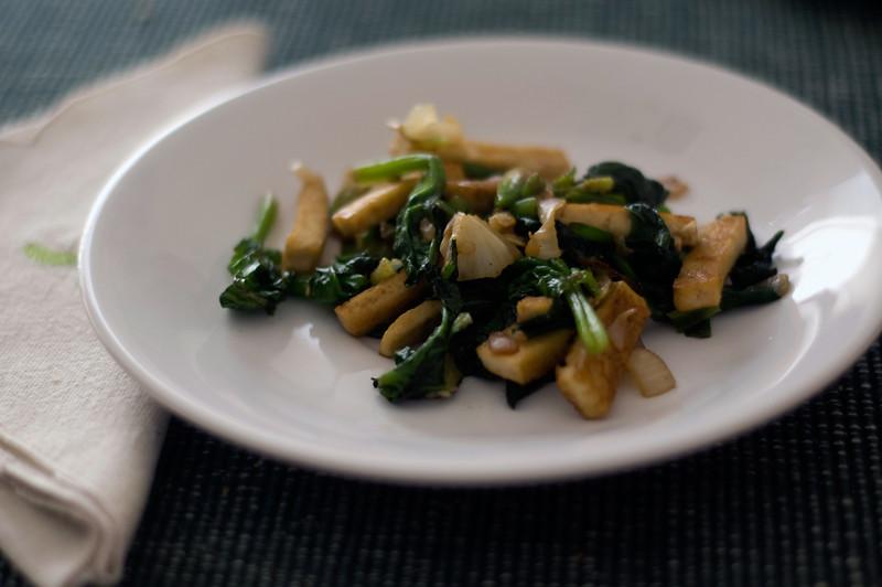 Salteado de espinafres e tofu // Spinach Tofu Stir-fry