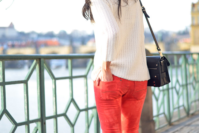 Sojeans Red Jeans Outfit Prague Fashion Blogger CATS & DOGS 4