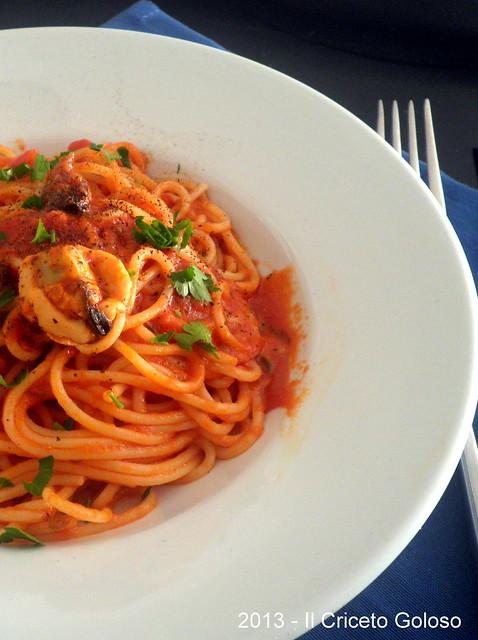 Spaghetti con il sugo di cozze