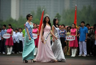 【高清组图】重庆大学运动会开幕式现各种奇异装扮