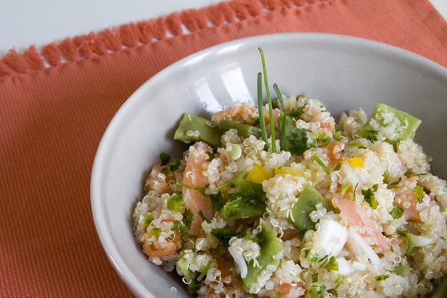 Ensalada de quinoa con salmón