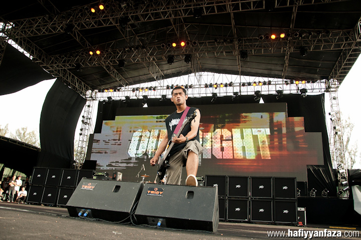 "Outright Live at Bandung Berisik 2013 ""Versus The World"" Photo by Achmad Hafiyyan Faza"