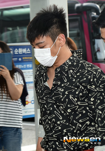 BIGBANG Incheon Airport to Shanghai Press 2015-06-19 051
