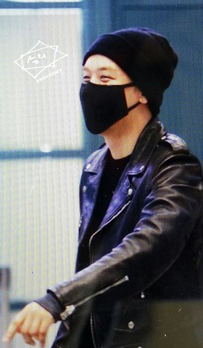 Big Bang - Incheon Airport - 10apr2015 - Seung Ri - Power Victory - 03