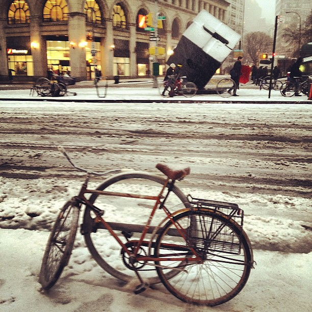Nemo storm brings snow to Astor Place Cube