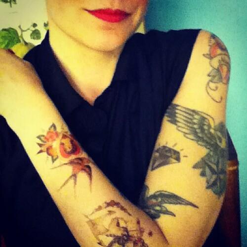 Äh vafan, jag la till några extra tatueringar!