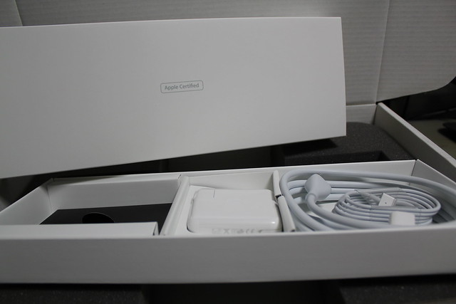 MacBook Pro 13inch Retina Refurbished - 付属品