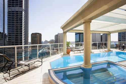 Mantra 2 Bond rooftop pool
