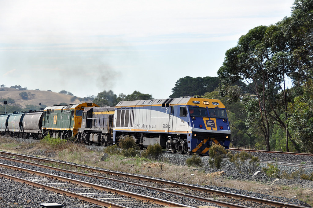 EL54+T333+8026 at kilmore east 8/3/2013 by roreeves