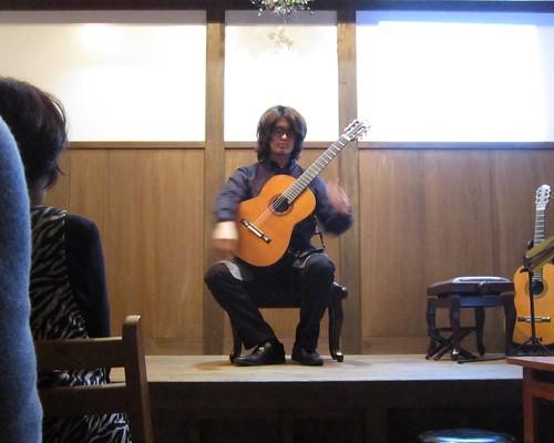 演奏前の藤元高輝 2013年3月20日14:43 by Poran111