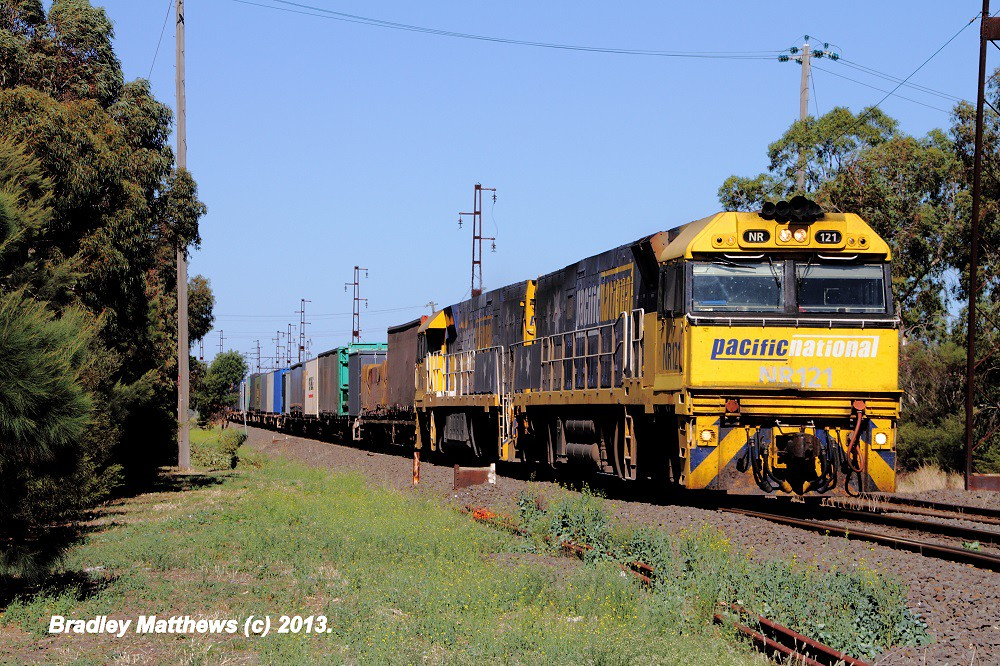 NR121-NR64 on late running 6PM6 to Melbourne at Spotswood (26/3/2013) by Bradley Matthews