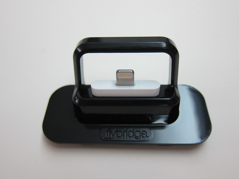 Flybridge (Black) - With Lightning to 30-pin Adapter (Top  View)