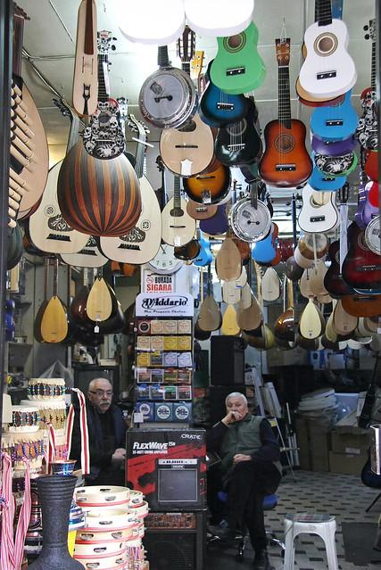 A musical instruments shop in Karakoy, Istanbul, Turkey イスタンブール、カラキョイの楽器屋