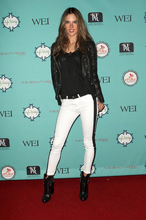 Alessandra Ambrosio Monochrome Trend Celebrity Style Women's Fashion