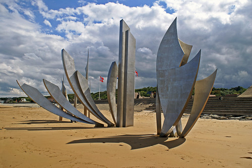 "Sculpture ""Les Braves"" OMAHA BEACH"