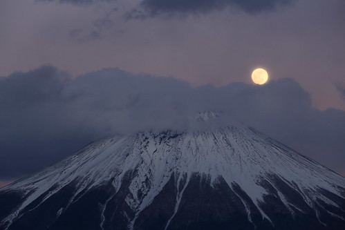 Mt. Fuji and Moon (9K2A2262_DPP)