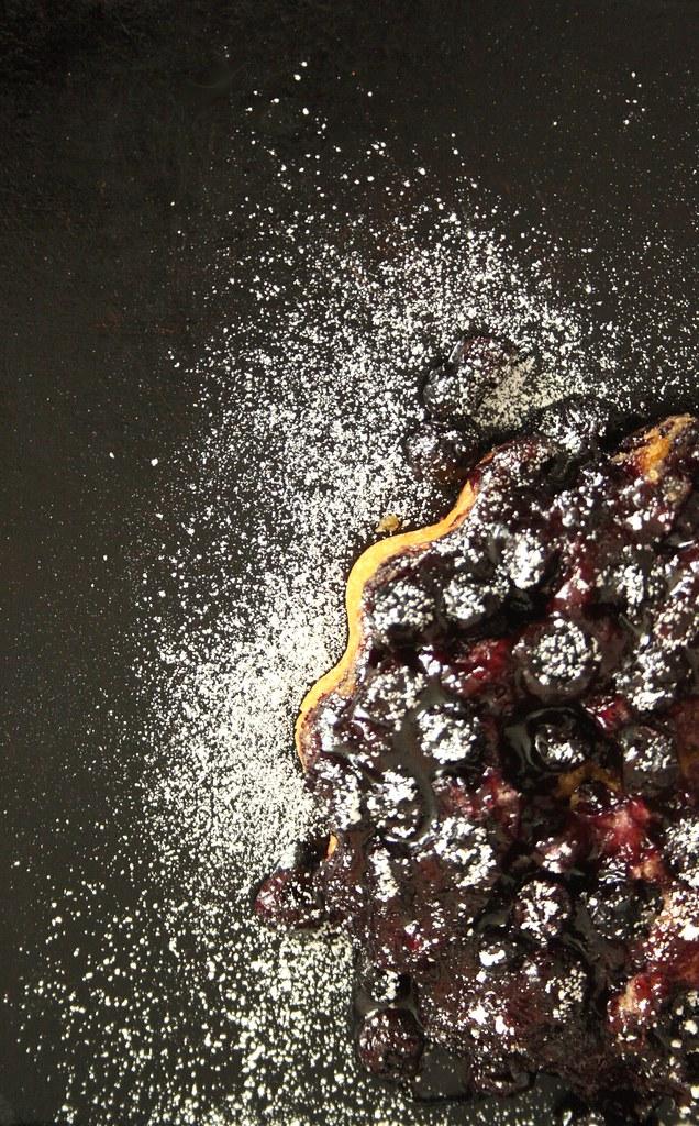 Petit gâteau aux bleuets by rootedvegan.com